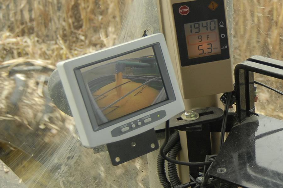X Treme Grain Carts With Front Folding Auger Unverferth