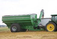 Model 1320 Dual Auger Grain Cart Pivoting Vertical Auger
