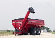 UM 2020 In-Line Tandems Dual-Auger Grain Cart