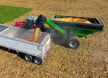 UM 1060 Grain Cart Unloading