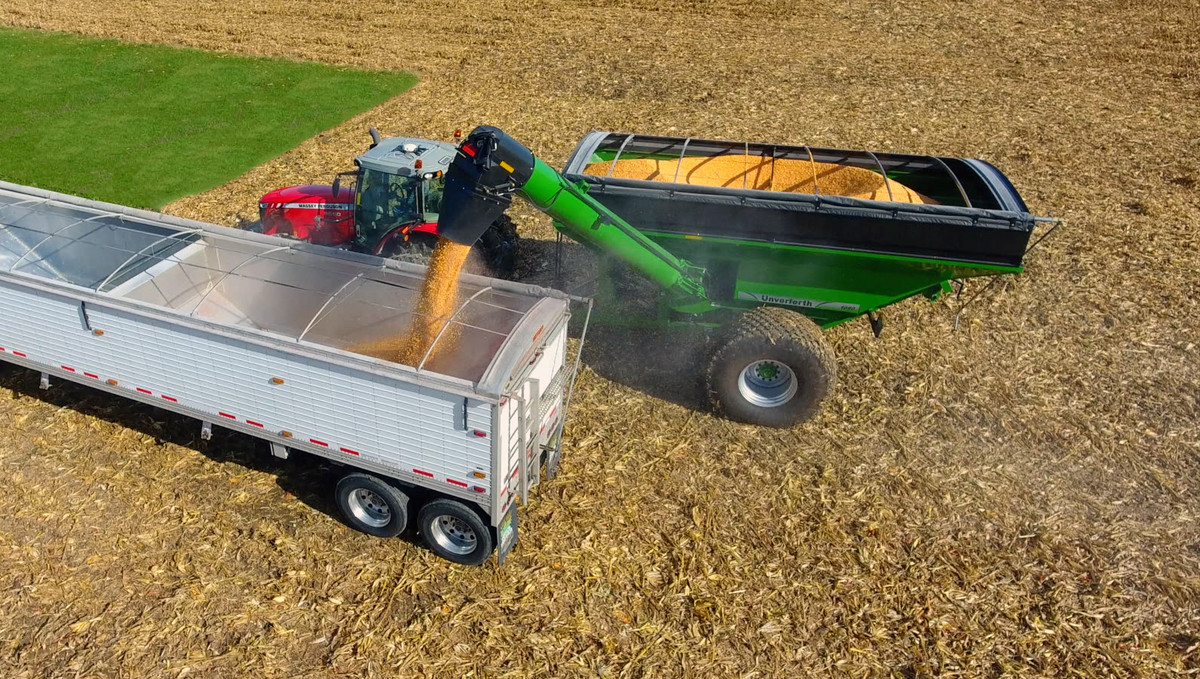 Grain Carts - 60-Series Corner Auger - Unverferth Grain Handling