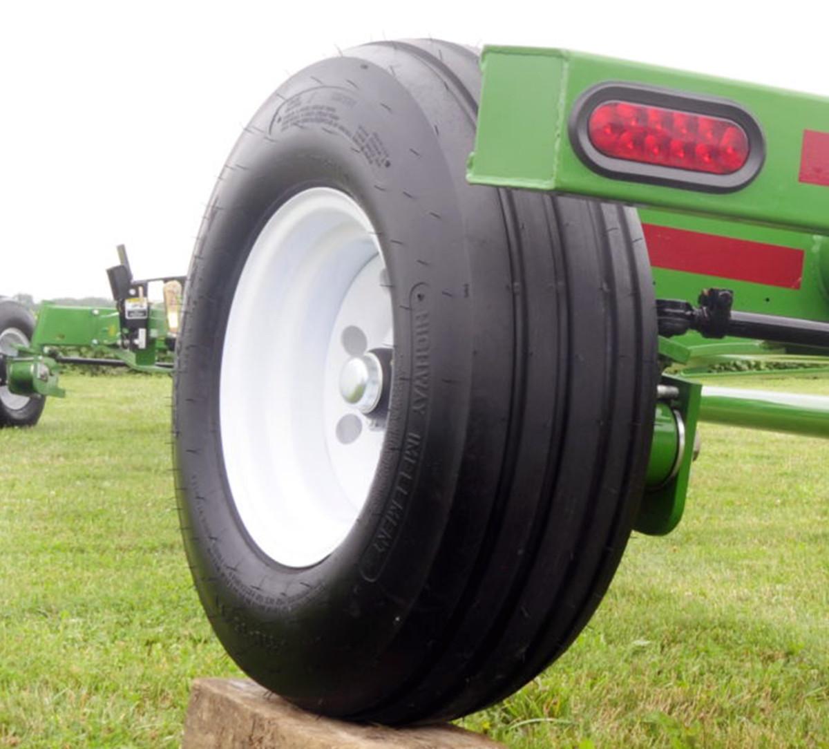 fieldrunner unverferth header transports large diameter 11lx15 tires large diameter 11lx15